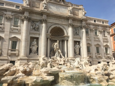 The beautiful Trevi Fountain!