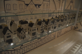 They partner with KLM and each business class passenger gets one of these traditional ceramic houses with Bols inside...