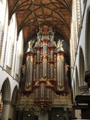 The beautiful organ in the church.